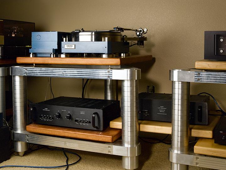 Horns Tubes Vinyl And Digital Too Showroom Listening